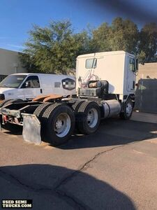 1990 International 960 Ready for Business Day Cab Semi Truck.